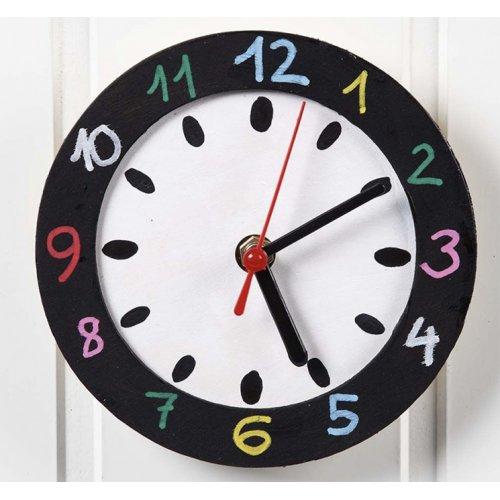 Dřevěné hodiny na zeď